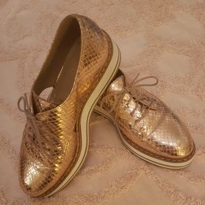 Summit by White Mountain Gold Snakeskin loafers